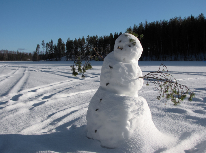 Snowman on Lake. Photo by Petritap.