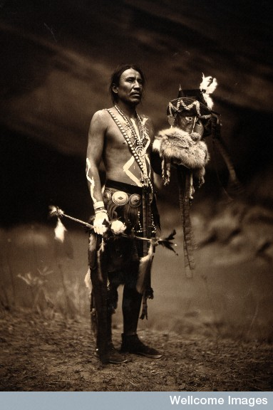 Navajo man representing the Yebichai god Zahabolzi/Zahadolzha. 1904 PD photo by Edward S. Curtis; image retrieved from Wellcome Images.